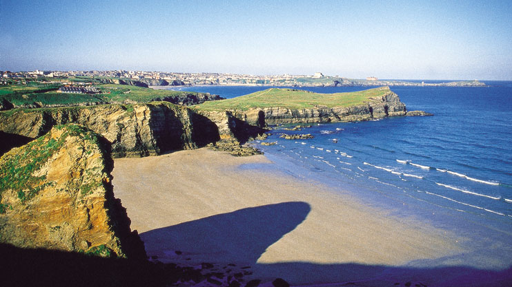 Whipsiderry beach and Porth Island